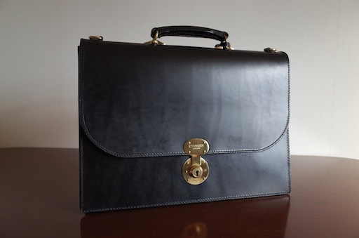 エッティンガーの風格のあるブリーフケースは末永く愛用できる逸品!