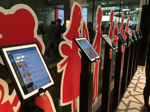 大丸東京店に設置されているiPadによる店内ご案内アプリが秀逸だった
