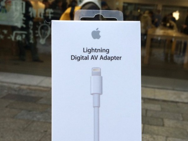 「Lightning Digital AV Adapter」でiPhoneのプレゼン資料を液晶テレビに映す!