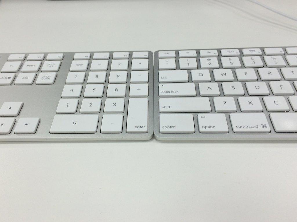 キーボードを2台並べて打鍵する。よい姿勢が保てる!