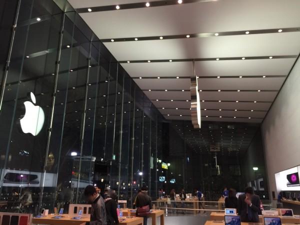 iMac Retina 5KディスプレイモデルをApple Storeでゲットして記念撮影(笑)