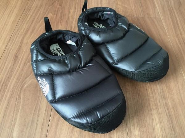 【レビュー】ザ・ノース・フェイス「ヌプシ テントミュール 」は軽量で暖かく、室内履きにぴったり
