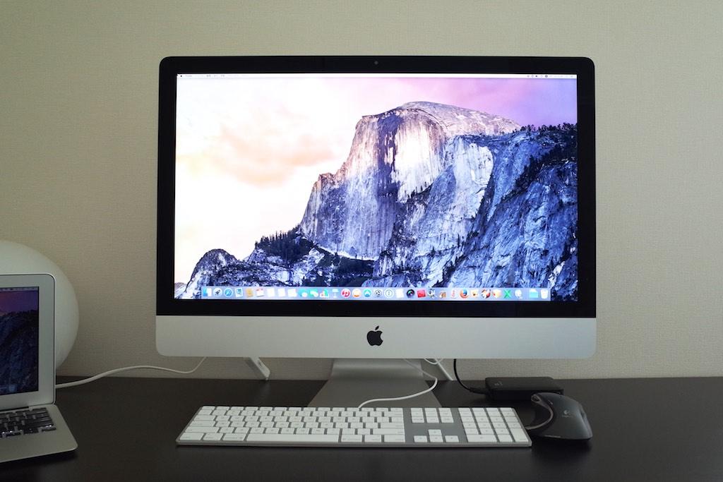 私はこんな部屋でMacを使っています