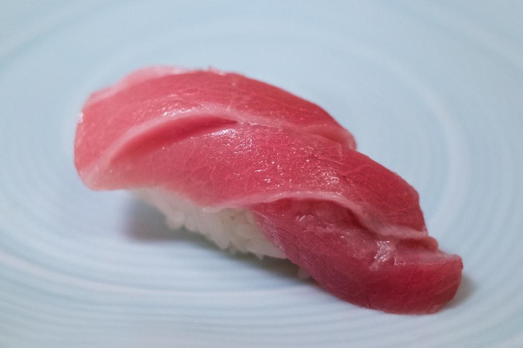 「鮨一新」の「一新特選コース」は興奮と感動のお寿司でいっぱいだ!