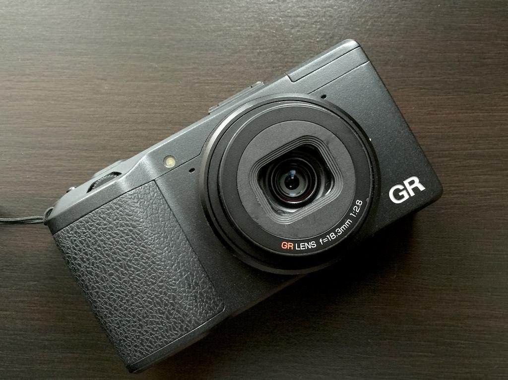 コンパクトデジタルカメラ「GR」のホコリ除去にブロワーは使わない