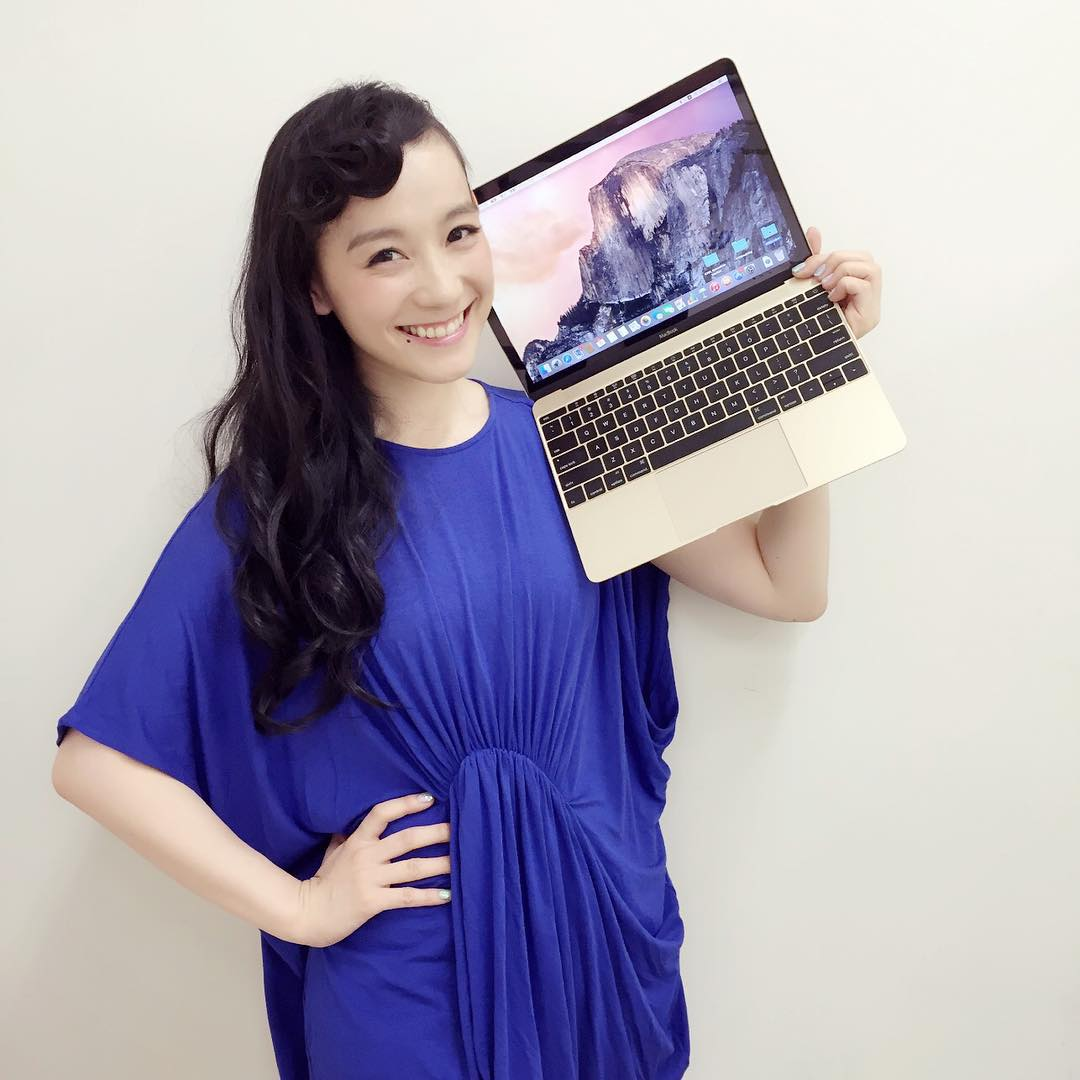 MacBookゴールドを持った篠原ともえが可愛すぎる!